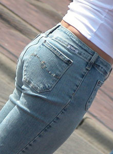 Candid Pictures Of Girls In Tight Jeans On The Street - Picture 6